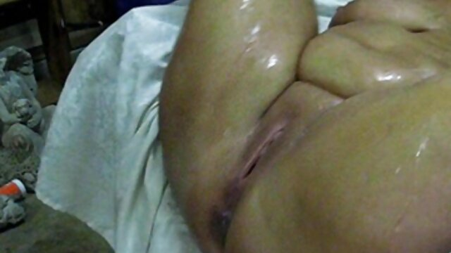 Busty madura masturba-se no video porno gratis portugues carro